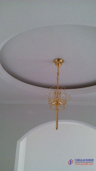 再来一个大型水晶吊灯安装过程图--马鞍山公元皇府某户复式楼层水晶
